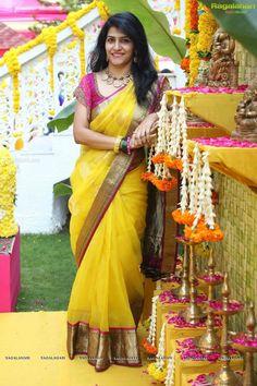 How to Select the Best Modern Saree for You? Yellow Saree, Pink Saree, Saree Wedding, Bridal Sarees, Saree Jewellery, Modern Saree, Haldi Ceremony, Simple Sarees, Organza Saree