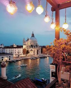 Wishing you a beautiful night from the Hotel Bauer Palazzo Venice  Follow: @luxuryhotelpix -  @neumarc    @leadinghotelsoftheworld -  Tag #luxuryhotelpix to be featured - #luxurytraveller  #travelgoals