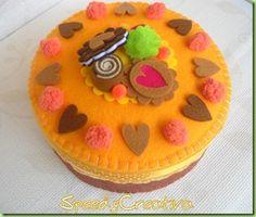 Pastel hecho con fieltro, muy bonito!