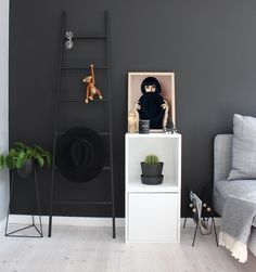 Ivy poster has the throne in this house www.peopleoftomorrow.no #poster #artprint #scandinavianinterior #nordicinterior #scandinavian #nordic #interior #wallart #walldecor #artposter