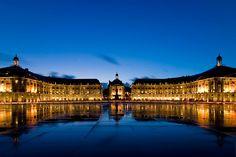 Bordeaux... Breathtaking riverside fountain