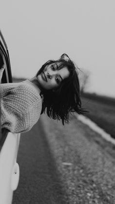 Creative Portrait Photography, Portrait Photography Poses, Photography Poses Women, Classic Photography, Summer Photography, Portrait Ideas, Outdoor Photography, Photoshoot Concept, Photoshoot Themes