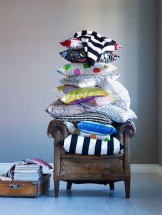 IKEA Österreich, Inspiration, Textilien, Streifen, Punkte, bunt, Kissenbezug IKEA PS, Plaid EIVOR, Kissenbezug MALIN FIGUR
