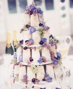 This 'Sandcastles' 'naked' cake design by Pat-A-Cake-Pat-A-Cake is one of my favourite cakes of all time. I just love it.