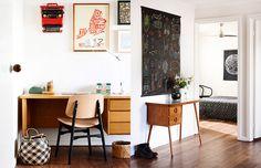 Sabe aquela combinação de preto + branco + madeira? Olha um apê que foi todo decorado nela :-)