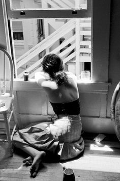(via Delightful BW Photography / ✕ Moon River) Bw Photography, Lonely Girl Photography, Nostalgia Photography, Coffee Photography, Fashion Photography, Fotografia Pb, Poses References, Photocollage, Foto Art