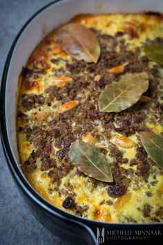Bobotie - classic South African recipe made with beef mince, spices & nuts Curry Mince Recipe, Minced Meat Recipe, Mince Recipes, Gourmet Recipes, Cooking Recipes, Curry Recipes, South African Dishes, South African Recipes, Bobotie Recipe South Africa