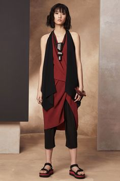 See the complete Urban Zen Spring 2017 Ready-to-Wear collection.