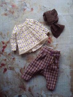 Monkey Pants set for Blythe - heather checks Eco Clothing, Antique Clothing, Doll Dress Patterns, Clothing Patterns, Sarouel Pants, 18 Inch Boy Doll, Sewing Dolls, Waldorf Dolls, Little Girl Fashion