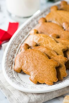 Marranitos (Mexican Gingerbread Pigs) are a pan dulce, or sweet bread, flavored with molasses and commonly found in Mexican bakeries. Best served with a cup of milk or coffee and eaten on weekend mornings! Mexican Bakery, Mexican Pastries, Mexican Sweet Breads, Mexican Bread, Mexican Dishes, Mexican Food Recipes, Mexican Desserts, Baking Recipes, Cookie Recipes