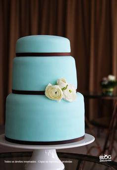 Bolo decorado nas cores azul tiffany e marrom