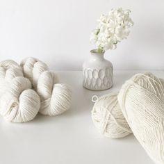 Buenos días de qué color quieres pintar tu día? . #lana #lanas #yarn #wool #alpaca #puralana #purewool #merino #retrosariajoao #knit #knitting #punto #tricot #tejer #ganchillo #crochet #knitlife #knittinginspiration #yarnologist #ohlanas #yarnshop #tiendadelanas #lanasconhistoria