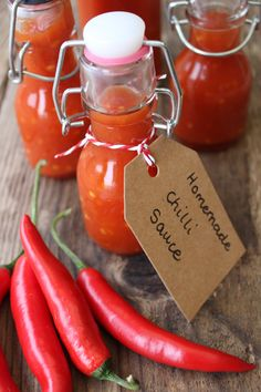 Homemade Chilli Sauce makes a great edible gift, perfect for all your chilli loving friends. Easy to make & tastes so much better than shop bought. Informations About Homemade Chilli Sauce - Tales Fro Chilli Chutney Recipes, Chilli Jam, Sweet Chilli, Curry Recipes, Hot Sauce Recipes, Jam Recipes, Cooking Recipes, Homemade Chilli Recipe, Homemade Sauce