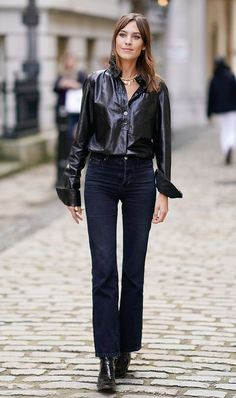 Alexa Chung is seen outside Simone Rocha during London Fashion Week September 2017 on September 16 2017 in London England London Fashion Weeks, Jean Jacket Outfits, Outfit Jeans, Star Fashion, Fashion Outfits, Fashion Trends, Women's Fashion, Jeans Trend, Alexa Chung Style