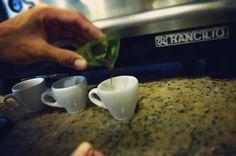 Hubo una vez una quimera y en Aroma Di Caffé la materializamos. Traemos para ti la perfección hecha café. Nuestro motivo es la pasión. Comparte disfruta y deléitate del mejor café. Visítanos en el C.C. Metrocenter pasaje colonial. #AromaDiCaffé #ExperienciaAroma #SaboresAroma #MomentosAroma #Coffee #CoffeeTime #CoffeeLovers