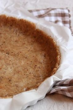 Here is a base of cake dough, deliciously flavored with hazelnut, ideal for example for making a chocolate cake! But also suitable for savory pies, parsley quiche or other … I have adapted the recipe for the pie dough … Source by mamemomemoumine Italian Soup Recipes, Raw Food Recipes, Sweet Recipes, Cake Recipes, Dessert Recipes, Patisserie Vegan, My Favorite Food, Favorite Recipes, No Cook Desserts