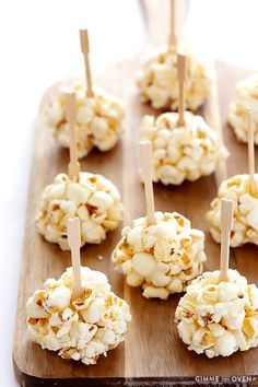 Naturally-Sweetened Honey Popcorn Balls - Gimme Some Oven Healthy Popcorn, Popcorn Recipes, Healthy Snacks, Healthy Kids, Honey Popcorn, Marshmallow Popcorn, Halloween Popcorn, Halloween Party, Popcorn Balls