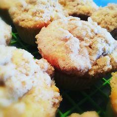 Apfel-Streusel Muffins sind safitg, zimtig und immer ein Genuss! 😋 Ich freu mich wenn ihr mir auch auf Facebook und Instagram folgt unter lacky-baking. Baking, Breakfast, Facebook, Instagram, Finger Food, Morning Coffee, Bakken, Backen, Sweets