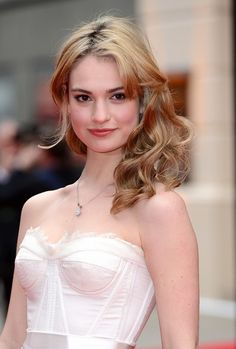 Lily James(リリー・ジェームズ)