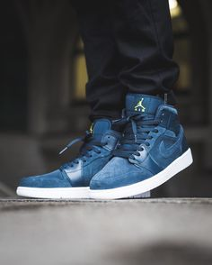 "Air Jordan 1 Mid ""Armory Blue"""
