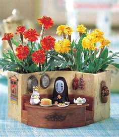 Polymer clay flower pot ~ Spirited Away ~ Studio Ghibli ~ Wow, the level of detail here is amazing.