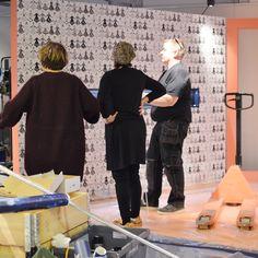 Näyttely rakentuu kuuden eri teeman eli näyttelytilan kautta, joilla kullakin on selkeä oma visuaalinen ilmeensä.