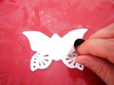 How to make gumpaste butterflies using Wilton tips. So easy!