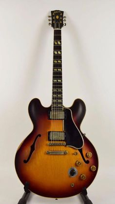 1960 Gibson one owner guitar, sunburst, plays great, sounds great! Jazz Guitar, Guitar Tabs, Music Guitar, Cool Guitar, Playing Guitar, Guitar Room, Gibson Electric Guitar, Cool Electric Guitars, Gibson Guitars