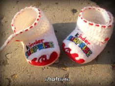 #SoftBooties #Personalized #BabyShoes #BabyComingHome #PregnancyAnnounce #OrganicBooties #GrandparentsGift #White #KinderSuprise #MerinoWool #Felted Toddler Boy Outfits, Toddler Gifts, Toddler Boys, Baby Gift Box, Baby Gifts, Felt Shoes, Baby Shoes, Pregnancy Gifts, Baby Boy Newborn