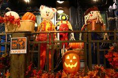 Joyeux Halloween! Happy Halloween! :-) #exporail #trains #Halloween Railway Museum, Family Activities, Ghosts, Pumpkin Carving, Happy Halloween, Trains, Art, Kunst, Demons