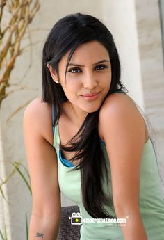 South Indian actress Priya Anand best photo and wallpaper gallery. Best hd image of actress Priya Anand. Beautiful Young Lady, Most Beautiful Faces, Actress Priya, Non Blondes, Photoshoot Images, Actor Picture, Cinema Actress, Female Images, Lady Images