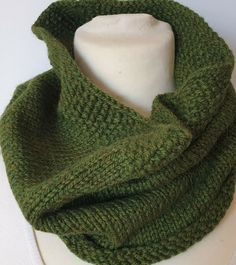 Hand-knitted cowl for men in a mix of soft and warm pure wool and alpaca Snood Scarf, Neck Scarves, Neck Warmer, Keep Warm, Hand Knitting, Cowl, Pure Products, Sweaters, Outfits