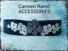 Fajín de Carmen Ramil con broche de cristal