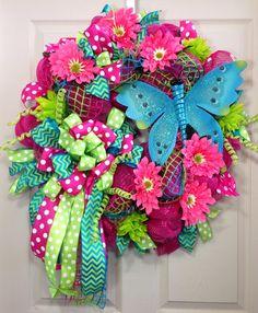 Spring /Summer Mesh Wreath by WilliamsFloral on Etsy Mesh Wreath Tutorial, Diy Wreath, Easter Wreaths, Holiday Wreaths, Deco Mesh Wreaths, Burlap Wreaths, Summer Wreath, Spring Wreaths, Spring Crafts