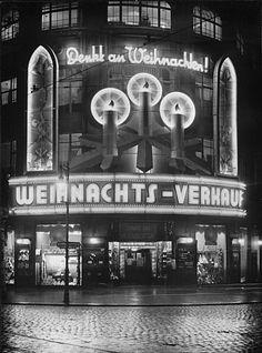 Fassade eines Geschäftshauses zu Weinachten Tempelhofer Ufer Berlin 1934