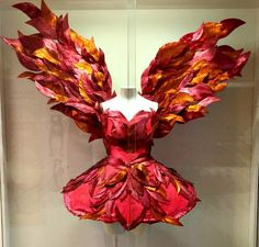 The Firebird costume at National Dance Museum - Between Us Parents Ballet Costumes, Dance Costumes, Halloween Costumes, Diy Costumes, Fire Costume, Dragon Costume, Pheonix Costume, Autumn Fairy, Fantasy Costumes