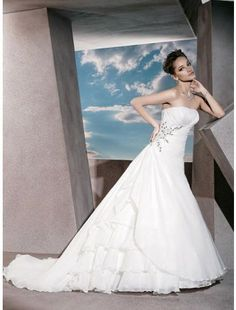 Glamourous Chiffon A-line Strapless Asymmetrical Waistline Chiffon Wedding Dress
