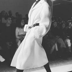 Abrigos espectaculares en @sportmax #mfw #ellemfw #fw17  via ELLE MEXICO MAGAZINE OFFICIAL INSTAGRAM - Fashion Campaigns  Haute Couture  Advertising  Editorial Photography  Magazine Cover Designs  Supermodels  Runway Models