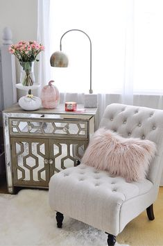 I always think pumpkins when I think of fall. When I saw this pink marble pumpkin at HomeGoods I grabbed it fast! Isn't it perfect here! I also love this nightstand from HomeGoods! Sponsored by HomeGoods