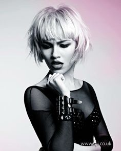Thinking of getting your hair cut shorter than short? Then check out these edgy hairstyles for instant short hair inspiration. From wild girl bobs to pixie crops. Choppy Bob Hairstyles, Best Short Haircuts, Straight Hairstyles, Blonde Hairstyles, Medium Hairstyles, Short Hair Cuts, Short Hair Styles, Long Faces, Hair Pictures