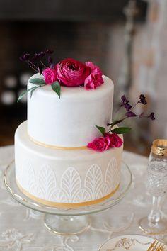 Glam Gatsby-inspired cake: http://www.stylemepretty.com/pennsylvania-weddings/bryn-athyn/2015/09/02/elegant-gatsby-wedding-inspiration-at-cairnwood-estate/ | Photography: Ashley Bartoletti - http://www.ashleybartoletti.com/