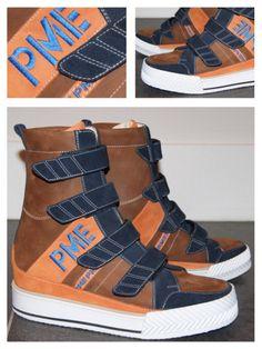 Soms moet het wat 'orthopedischer', met enkelkokers en klittenband. Maar dan wél een stoere sneaker in de favoriete kleuren van deze jonge klant!