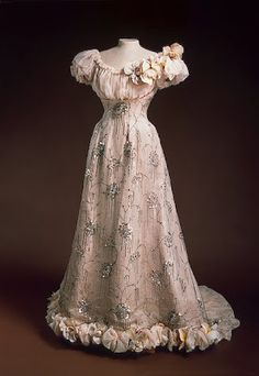 1890s Fashion, Edwardian Fashion, Vintage Fashion, Vestidos Vintage, Vintage Gowns, Vintage Outfits, Vintage Clothing, Victorian Dresses, Victorian Gothic