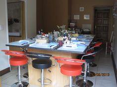 Cake Decorating Class Studio in Farrarmere, Benoni.  tania@cakearts.co.za www.facebook.com/taniarileycakeartist tania@cakearts.co.za taniariley@vodamail.co.za