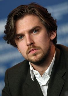 Dan Stevens Photo - Dark hair scruffy pasty and blue eyes, I'm sunk.