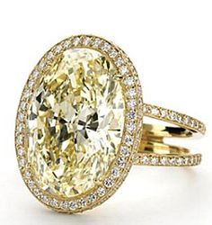 FANCY YELLOW OVAL MICROSET RING IN YELLOW GOLD - Detail View