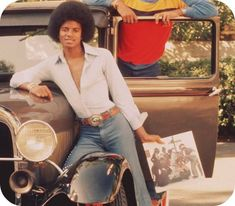 """So we have the """"DILF"""" years which I love but I think it's only fair we take it back to the beginning as well. I love when MJ had his afro. Mike Jackson, The Jackson Five, Jackson Family, Photos Of Michael Jackson, Michael Jackson Bad Era, King Of Music, The Jacksons, Before Us, Beautiful Person"""