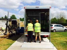 Unloading in the hot sunshine at RHS Hampton Court
