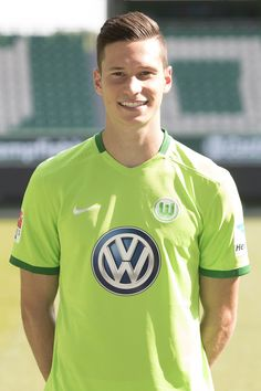 Julian Draxler Photos Photos - Julian Draxler poses during the official team presentation of VfL Wolfsburg at Volkswagen Arena on September 14, 2016 in Wolfsburg, Germany. - VfL Wolfsburg - Team Presentation
