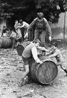 Pepi Merisio, San Paolo d'Argon ( Bergamo), 1966 Vintage Photographs, Vintage Images, Old Photography, Greece Photography, Vintage Italy, Foto Vintage, In Vino Veritas, Caravaggio, Illustrations And Posters